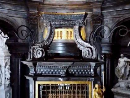 TORINO. Cappella della Sindone, restauro dell'altare.
