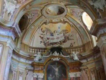 MAGLIANO ALFIERI (Cn). Cappella del Ss. Crocifisso, con immagine sindonica.